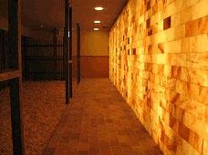 延羽の湯 鶴橋 LED岩塩壁 岩塩粒